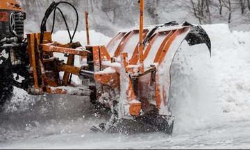 Καιρός: Με αλυσίδες στην Πάρνηθα - Επέλαση του χιονιά στη Βόρεια Ελλάδα!