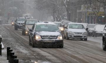 Καιρός: Ισχυρή πτώση θερμοκρασίας, βροχές και χιόνια