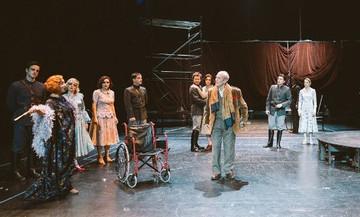 Η κριτική της θεατρικής παράστασης «Απόψε αυτοσχεδιάζουμε»