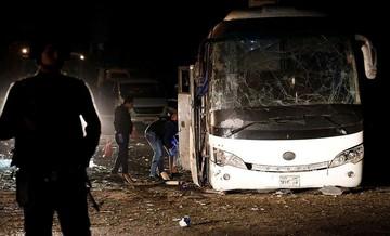 Τρεις νεκροί και 11 τραυματίες από την έκρηξη σε τουριστικό λεωφορείο στην Αίγυπτο