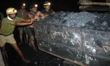 Πλημμύρισε ορυχείο στην Ινδία- Δύτες επιχειρούν να σώσουν 15 εργάτες (vid)