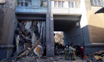 Κατέρρευσε πολυκατοικία στη Ρωσία- Επτά νεκροί στα ερείπια