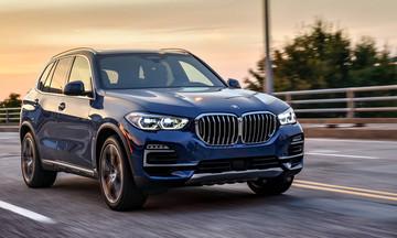 Παρκάρει μόνη της η BMW X5 (vid)