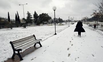 Καιρός: Πολικό ψύχος και θυελλώδεις άνεμοι - Χιόνια και στην Αθήνα