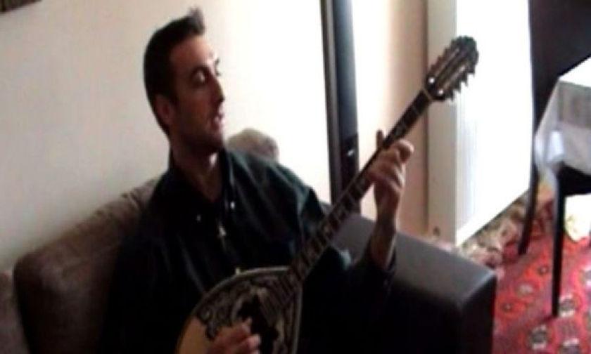 Όταν ο αείμνηστος Νίκος Σαμαράς έπαιζε μπουζούκι (vid)