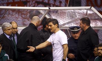 Ολυμπιακός-Παναθηναϊκός: 'Εφτυσαν τον Γιαννακόπουλο, μοίρασε φιλάκια, σκουπίστηκε με  πετσέτα (vid)