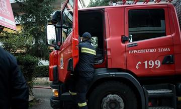 Θεσσαλονίκη: Διάσωση άνδρα από οροφή φλεγόμενου συνεργείου αυτοκινήτων