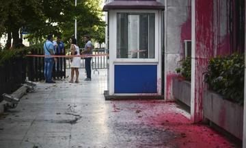 Επίθεση του Ρουβίκωνα με μπογιές στην πρεσβεία των ΗΠΑ