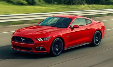 Το Ford Mustang συνεχίζει να βρίσκεται στην κορυφή