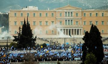 Διαδήλωση κατά της Συμφωνίας των Πρεσπών: Επεισόδια και χημικά στο Σύνταγμα (vid)