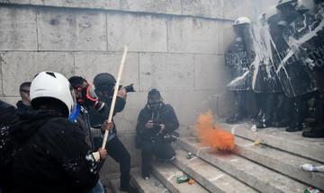 Συλλαλητήριο ενάντια στη συμφωνία των Πρεσπών: Πέτρες, χημικά και 10 τραυματίες αστυνομικοί