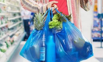 Μειώθηκε θεαματικά η χρήση της πλαστικής σακούλας!