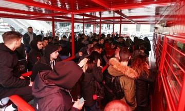 Ολυμπιακός - Ντιναμό Κιέβου: Ουρές στη βροχή για ένα εισιτήριο (pic)