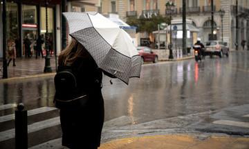 Καιρός: Βροχερό και το Σάββατο - Βελτίωση από Κυριακή