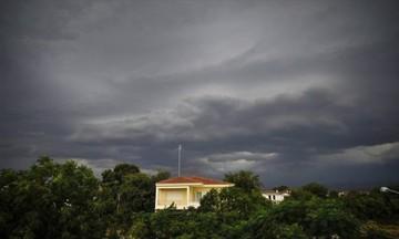 Καιρός: Συννεφιά με σποραδικές βροχές