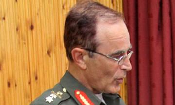 Νέα αδιαθεσία για τον αρχηγό ΓΕΣ-Αποχώρησε από την τελετή (vid)
