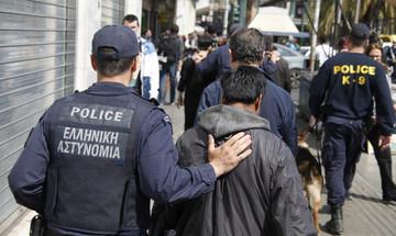 Μαχαιρώματα, ναρκωτικά και λαθραία τσιγάρα: Το κέντρο της Αθήνας στο έλεος των συμμοριών