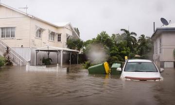 Γέμισαν κροκόδειλους οι πλημμυρισμένοι δρόμοι της Αυστραλίας
