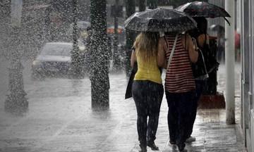 Ο καιρός σήμερα: Βροχές, καταιγίδες και αφρικανική σκόνη «σκεπάζουν» τη χώρα