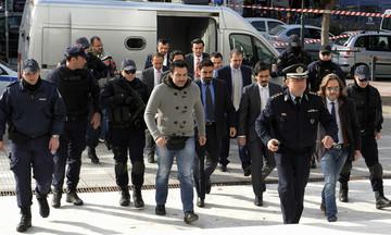 Τους οκτώ στρατιωτικούς επικήρυξε η Τουρκία