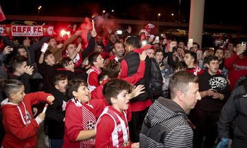 Κύπριοι οπαδοί υποδέχτηκαν τον Ολυμπιακό στο Τελ Αβίβ