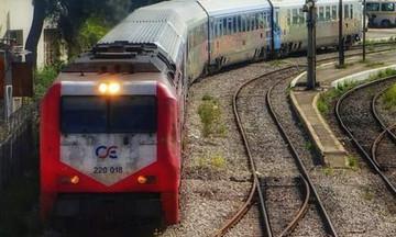 Aγνωστοι έκοψαν τα καλώδια και ακινητοποίησαν το τρένο στον Δομοκό