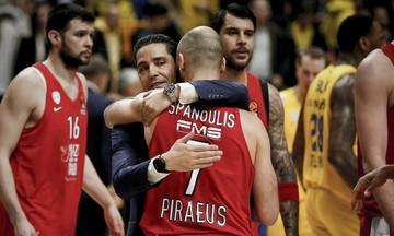 Οι αγκαλιές του Σφαιρόπουλου με τους παίκτες του Ολυμπιακού (pics)