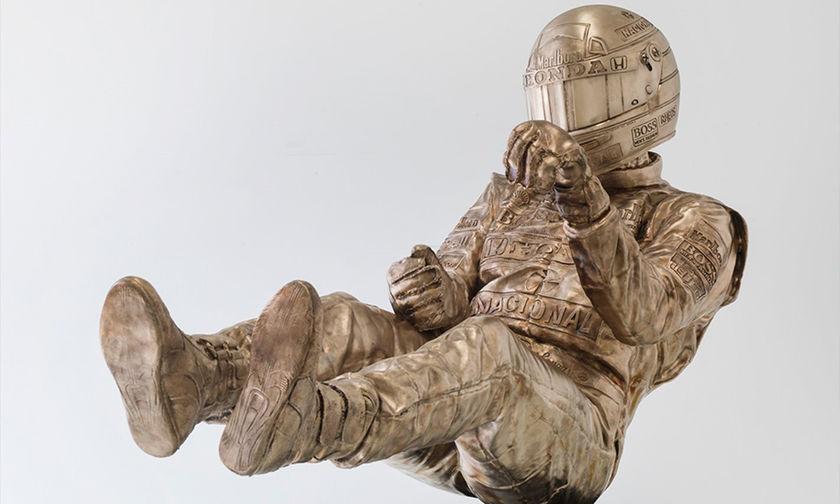 H έδρα της McLaren κοσμείται από το άγαλμα του Άιρτον Σένα (vid)