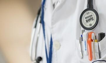 Συνελήφθη 42χρονος γιατρός – Ύποπτος για πλαστό δελτίο υγείας ποδοσφαιριστή στην Κύπρο