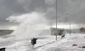 Η «Χιόνη» σαρώνει τη χώρα: Χιονοπτώσεις και άνεμοι έως 9 μποφόρ σήμερα
