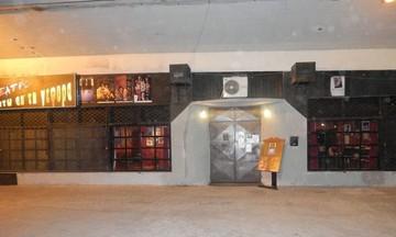 Ληστές «ισοπέδωσαν» θέατρο στο Φάληρο – Μπήκαν με φορτηγό