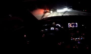 Audi RS 4 κυνηγάει BMW M4 στα χιόνια (vid)