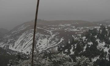 Χιονίζει στην Πάρνηθα - Δείτε ζωντανή εικόνα