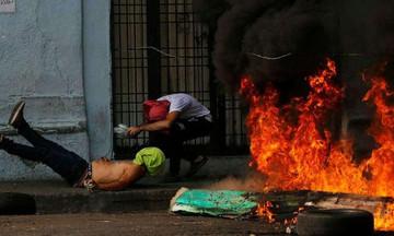 Βενεζουέλα: Συγκρούσεις, 4 νεκροί, δεκάδες τραυματίες, πιέσεις κι αίτημα Γκουαϊδο