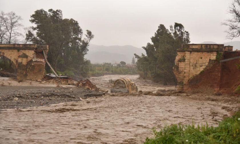 «Ωκεανίς»: Κατέρρευσε η ιστορική γέφυρα του Αλικιανού Χανίων (pic, vid)