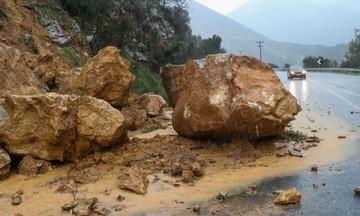 Η «Ωκεανίς» φεύγει, τα προβλήματα μένουν: «Βομβαρδισμένο τοπίο» η Κρήτη, αγωνία για τον αγνοούμενο