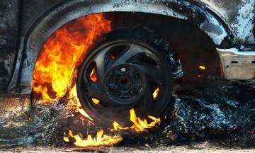 Ισχυρή έκρηξη στη Γλυφάδα – Ένας τραυματίας - Καίγονται αυτοκίνητα - Ακούγονται εκρήξεις