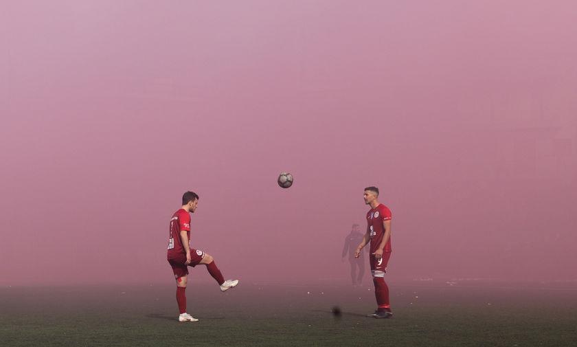 Προοδευτική - Ιωνικός: Διακοπή στον Κορυδαλλό, οι οπαδοί έβαλαν «φωτιά» στο γήπεδο (pics)