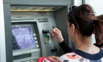 Αυξάνονται οι προμήθειες των τραπεζών από τις αναλήψεις στα ΑΤΜ