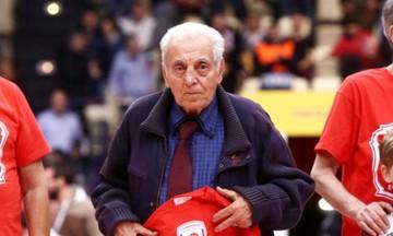 ΚΑΕ Ολυμπιακός: «Ο κυρ Αλέκος δεν θα είναι τον Αύγουστο στην πρώτη προπόνηση»