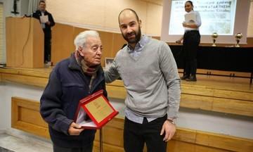 Μια ιστορία για τον κυρ Αλέκο: Η θρασύτατη υπάλληλος στο ΣΕΦ και η απάντησή του