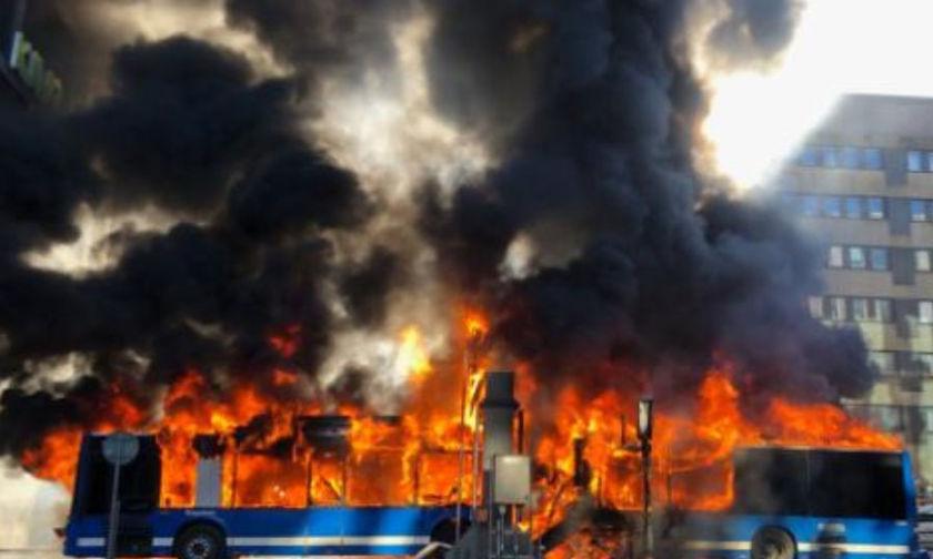 Σουηδία: Τρόμος στο κέντρο της Στοκχόλμης από έκρηξη σε λεωφορείο