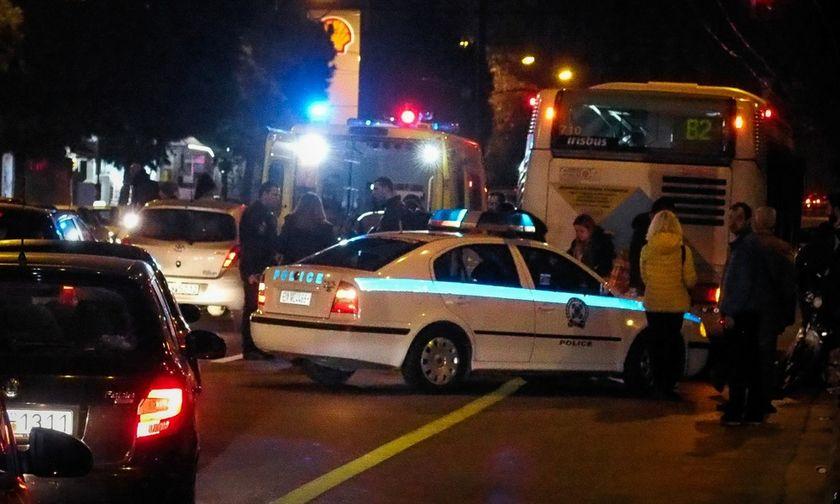Σφοδρή σύγκρουση με τραυματίες στην Αγία Παρασκευή - Αυτοκίνητο έπεσε σε κολόνα της ΔΕΗ