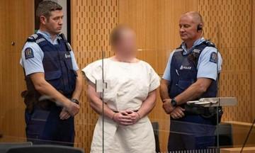 Νέα Ζηλανδία: Ήρεμος και χαμογελαστός στο δικαστήριο o μακελάρης (vid)
