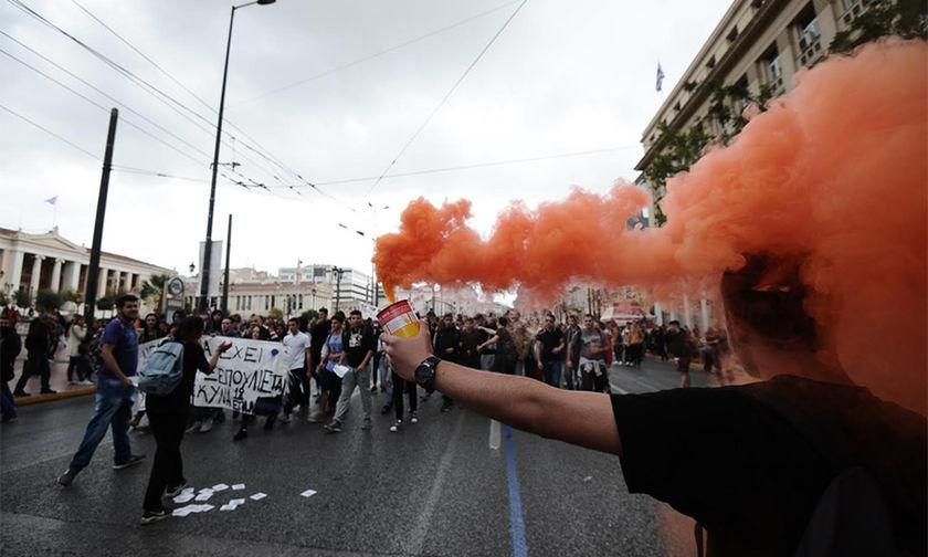 Επεισόδια στο μαθητικό συλλαλητήριο - Μολότοφ εναντίον ΜΑΤ