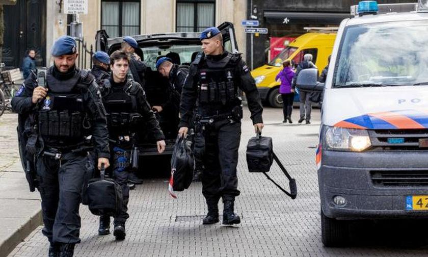 Ολλανδία: Τρεις νεκροί από πυροβολισμούς σε τραμ - Μεγάλη επιχείρηση για τη σύλληψή του δράστη