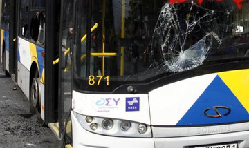 Νέα επίθεση σε λεωφορείο με επιβάτες