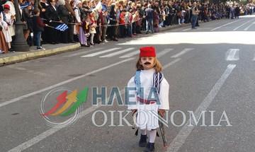 """Πύργος: Ο μικρός """"μουστακαλής"""" Αντώνης που έκλεψε τις εντυπώσεις στην παρέλαση"""