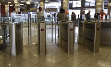 Φρένο στους τζαμπατζήδες με ταχύτερες μπάρες σε Μετρό και ΗΣΑΠ