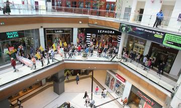Νεκρή η γυναίκα που έπεσε από τον τρίτο όροφο του Mall
